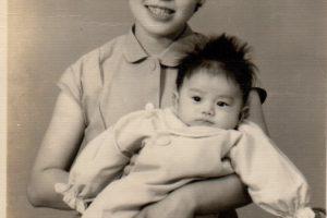 正と母(生後69日)